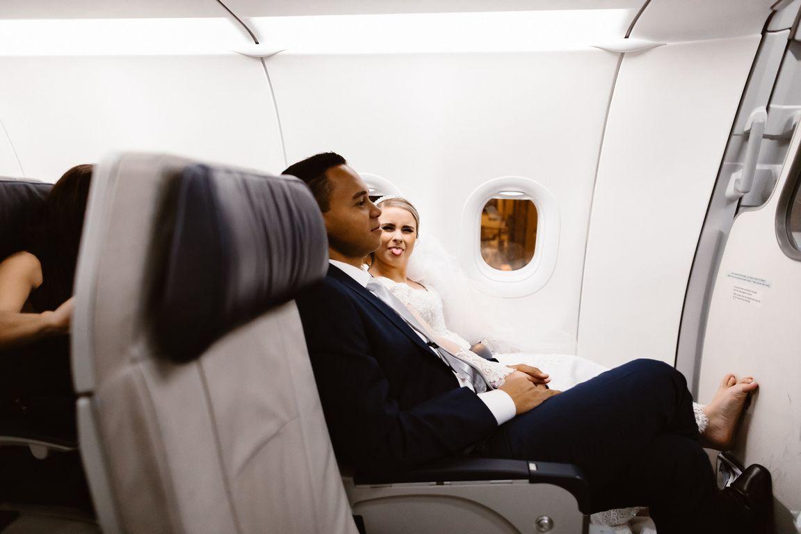 Noivos no avião